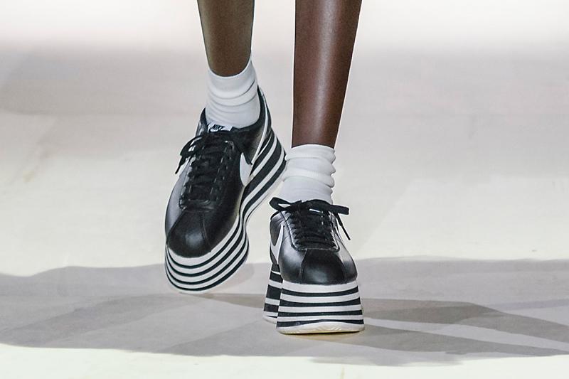 best sneakers a5dd3 e29a8 Comme des Garçons и Nike выпустили кроссовки на огромной ...