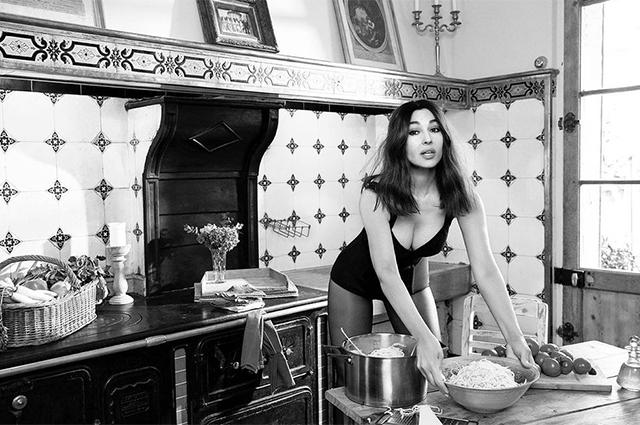 Моника Белуччи готовит спагетти в съемке Madame Figaro и говорит о материнстве (фото 2)